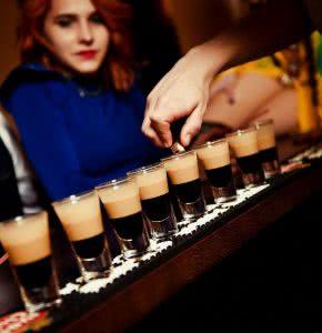 Фотогалерея стрип клуба на барной стойке бывает весело