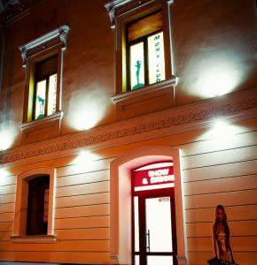 Фотогалерея стрип клуба Одесса стриптиз клуб Оскар фасад здания и вход